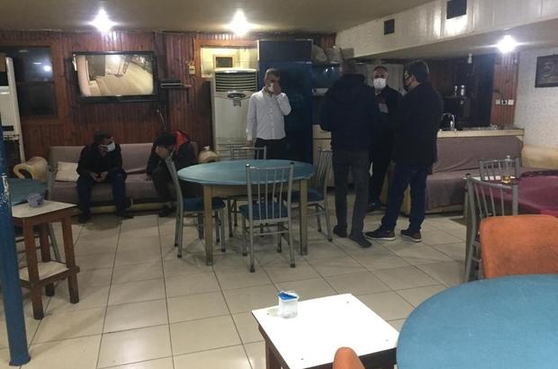 Kumar oynayanlara 367 bin 250 lira para cezası Adana polisi dernek lokalinde 3 kapıyı aştıktan sonra kumar oynadığı belirlenen 158 kişiye para cezası uyguladı