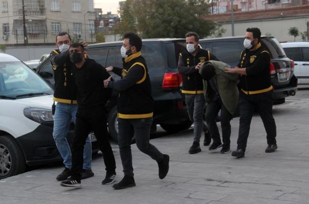 Otomobil çalıp kaçan iki saldırgan tutuklandı Adana'da husumetli oldukları kişinin evine tabancayla ateş edip bir kişinin yaralanmasına neden olan, daha sonra da otomobil çalarak kaçtıktan sonra polise yakalanan iki zanlı tutuklandı Suçlamaları kabul etmeyen zanlıların sokağa çıkma kısıtlamasında dışarı çıktıklarını, bu nedenle otomobili çalıp polisten kaçtıklarını söyledikleri öğrenildi