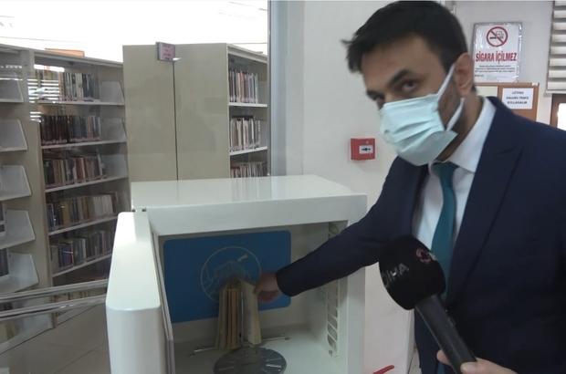 """Kitaplar virüse karşı dezenfekte edilerek okuyuculara veriliyor Kayseri İl Kültür ve Turizm Müdürü Şükrü Dursun: """"Okuyucular, kitap dezenfekte cihazı ile dezenfekte edilen kitapları gönül rahatlığı ile alabiliyor"""""""