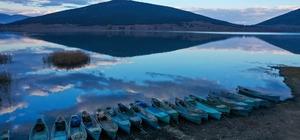 Türkiye'nin yerleşim yeri bulunan tek göl adası 'Mada' her mevsim farklı bir renk sunuyor