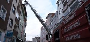 Kastamonu'da çatıda çıkan yangına ekipler müdahale etti