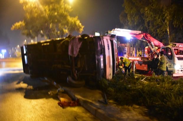 İzmir'de kontrolden çıkan kamyon yan yattı: 1 ağır yaralı