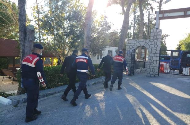 İzmir'de dolandırıcılık operasyonu: 6'sı kamu görevlisi 8 gözaltı Hazine ve orman arazilerini gerçeğe aykırı şekilde satmaya çalışan kamu görevlileri yakalandı