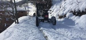 Trabzon'da 102 mahalle yolu kar nedeniyle ulaşıma kapandı Kapalı mahalle yollarını açmak için ekipler karla mücadele çalışmasına başladı