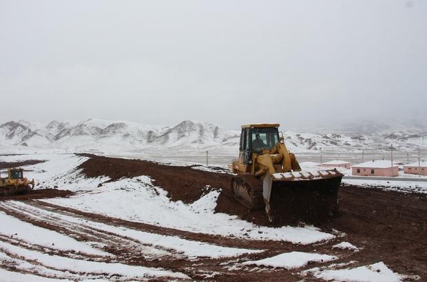 Kuraklıktan dolayı ekemedikleri 600 dönüm araziye gölet yapılıyor