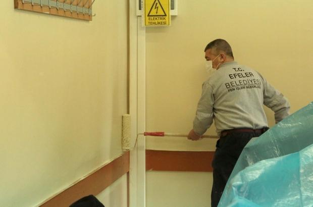 Efeler'de okullar boyanıyor