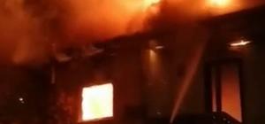 Sakarya'da iki katlı ahşap evin çatı katı alev alev yandı Sakin şehir Taraklı'da paniğe yol açan yangın