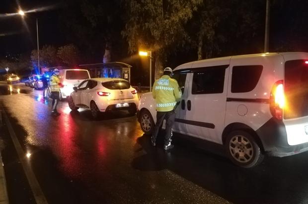 İzmir'de trafik polislerinden kısıtlama denetimi: 53 bin 550 lira ceza kesildi