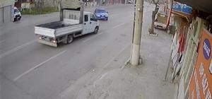 Bursa'da kontrolden çıkan otomobil ile kamyonet kafa kafaya çarpıştı: 6 yaralı