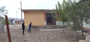 Hazro'da cami, taziye evi ve okul bahçeleri parke taşı ile döşendi