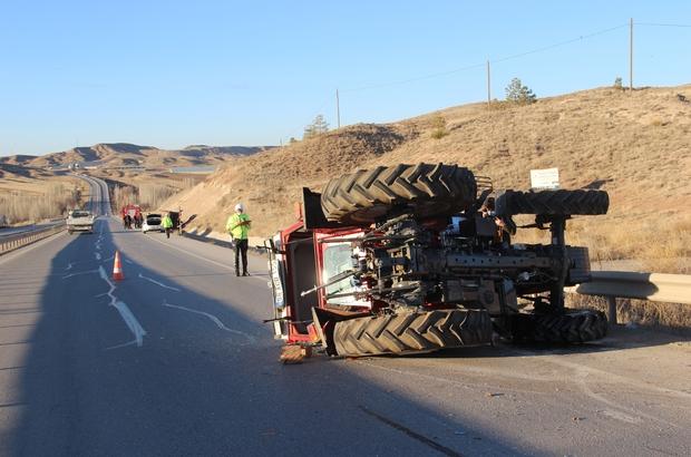 Römork traktörden ayrıldı, 25 metre sürüklendi: 3 kişi yaralandı Sivas'ta çatı yapımında kullanılan çelik konstrüksiyon yüklü römorkun traktörden kopması sonucu meydana gelen kazada 1'i ağır 3 kişi yaralandı