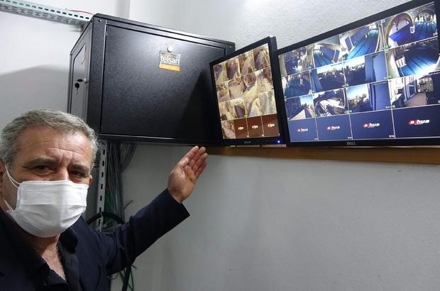 Kablo hırsızlığı olaylarından bıktılar, mahalleyi güvenlik kameraları ile donattılar Trabzon'da kablo hırsızlıkları sonucu evde çocukları uzaktan eğitime katılamaz hale gelince mahalle halkı aralarında 60 bin TL toplayarak 13 farklı noktaya kamera sistemi kurdurdu Kamera sistemi sayesinde hırsızlık olayları son bulurken, çocuklar da artık uzaktan eğitime katılabiliyor