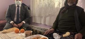 """Soğuk kış günlerinde yaşlılar ve yardıma muhtaç vatandaşlar unutulmuyor Sivas'ın Altınyayla ilçesinde Kaymakamlık tarafından başlatılan """"Gönülleri Yapmaya Geldik"""" projesiyle ilçe de yaşayan yaşlılara ve yardıma muhtaç vatandaşlara sıcak yemek dağıtımı yapılıyor"""