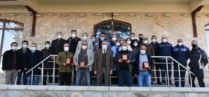Başkan Bozkurt'tan emekli olan personellere plaket