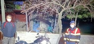 Motosiklet hırsızları kovalamaca sonucu yakalandı Şüphelilere sokağa çıkma yasağını ihlalden de ceza kesildi