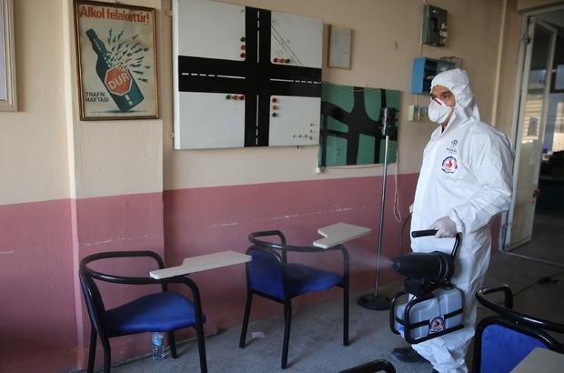 Denizli dip bucak dezenfekte ediliyor Büyükşehir ekipleri ilçelerde dezenfekte çalışması gerçekleştirdi