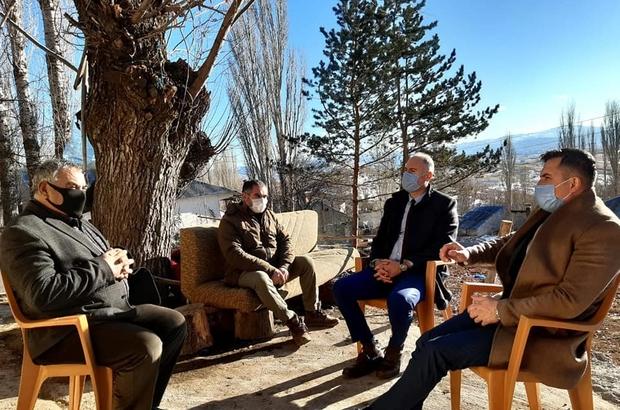"""""""Her zaman yanınızdayız"""" Şehit ve gazi ailelerini ziyaret eden İmranlı Kaymakamı Hacı Kerim Meral, """"Kapımız sizlere 24 saat açıktır. Her zaman yanınızdayız"""" dedi."""