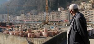 Dereli'nin yeniden inşasının bedeli: 100 milyon lira Giresun'un selden en çok zarar gören Dereli ilçesinde bugüne kadar kamulaştırma, altyapı ve üstyapı çalışmaları için yaklaşık 100 milyon lira harcandı