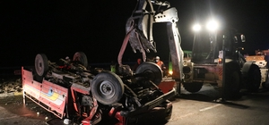 Sivas'ta kamyonet devrildi : 1ölü, 1 yaralı