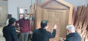 Abdullah Mihal Gazi Türbesinin kapısı tamamen el işçiliği ile yeniden yapılıyor