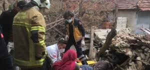 Bursa'da göçen evin altında kalan adamı itfaiye kurtardı