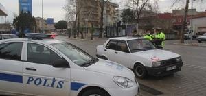 Ezine'de sokağa çıkma kısıtlamalarına uyuluyor