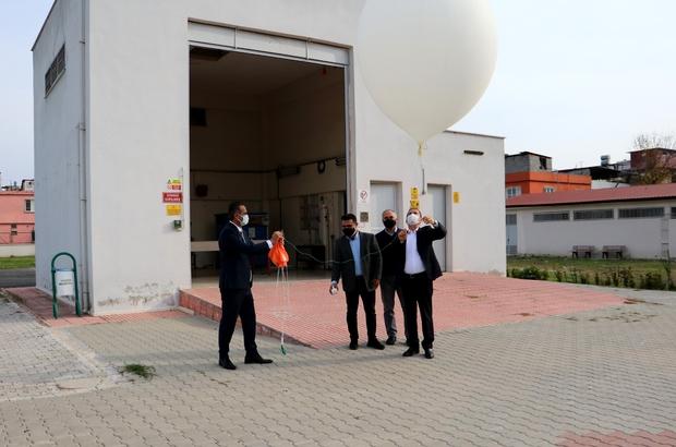 Bu balonlar her gün 2 defa gökyüzüne bırakılıyor Türkiye'nin 9 ilinden her gün 2 defa gökyüzüne bırakılan meteoroloji balonları hava durumu tahminlerinde kritik rol oynuyor