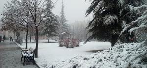 Eskişehir'e beklenen kar nihayet geldi Vatandaşlar alışık olduğu beyaz örtüye uyandı