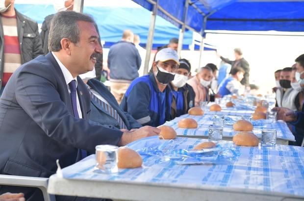 """Başkan Çetin: """"Temizlik işçileri için ne yapsak hakları ödenmez"""" Çukurova Belediye Başkanı Soner Çetin, temizlik işçileriyle bir araya geldi"""