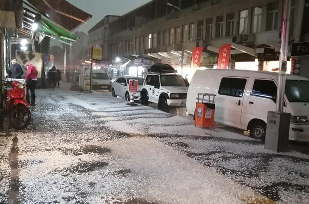 Mersin'i dolu vurdu Dolu nedeniyle kent beyaz örtüyle kaplandı