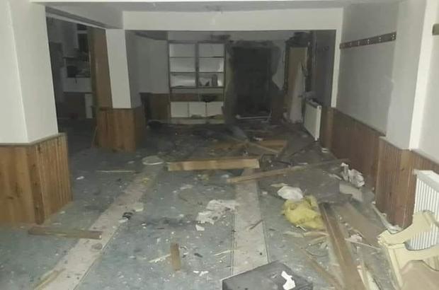 Kayseri'de camiye yıldırım düştü Yıldırımın düşme anı kameraya yansıdı