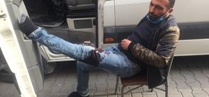 Uyurken bıçaklandı Adana'da aracında uyurken bacağından bıçaklanarak yaralanan minibüs şoförü hastaneye kaldırıldı