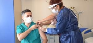 Didim'de hastane çalışanları Kovid -19 aşısı oldu