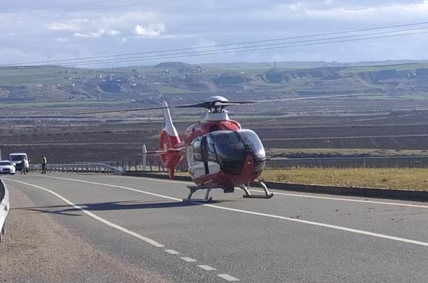 Diyarbakır'da otomobil takla attı: 1 ölü, 5 yaralı Kazada ağır yaralanan bir kişi, karayoluna inen ambulans helikopterle hastaneye kaldırıldı