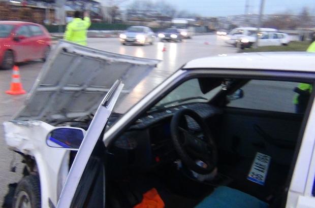 Aynı kavşakta bu kaçıncı kaza; 2 yaralı