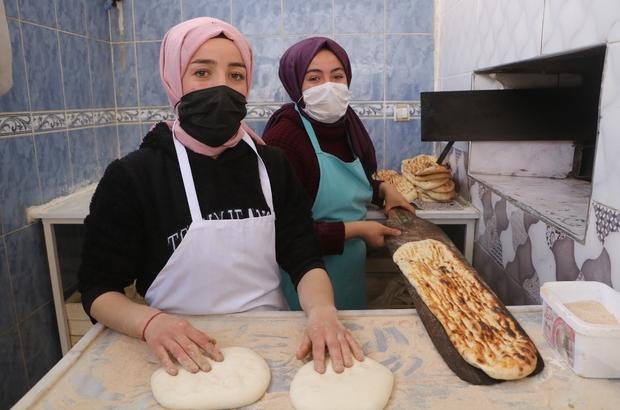 Çalıştıracak personel bulamadı, kızları mesai arkadaşı oldu Sivas'ın Altınyayla ilçesinde babalarına ait lokantada çalışan üniversite öğrencisi Mevlüde Keskin ve lise öğrencisi Gülden Keskin kardeşler, marifetleriyle 40 yıllık ustalara taş çıkartıyorlar