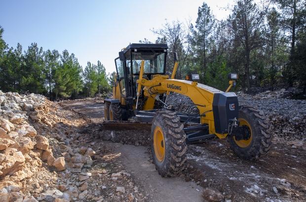 Büyükşehir Belediyesinden Silifke'de tarım arazisi yolunda kapsamlı çalışma