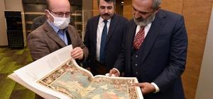 """Yavuz Bingöl'den Başkan Yılmaz'a ziyaret Yıldırım Belediye Başkanı Oktay Yılmaz, ünlü ses ve sinema sanatçısı Yavuz Bingöl'ü """"Uyumayan Kütüphane'de ağırladı"""