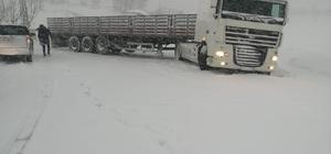 Balıkesir'de karla mücadele çalışmaları sürüyor Savaştepe'de kayan tır ulaşımı aksattı