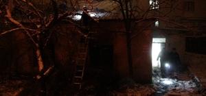 Ayvacık'ta metruk bina yangını
