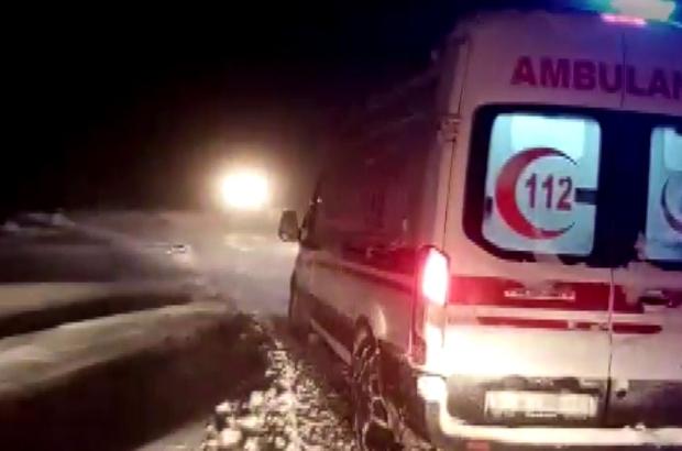 Hasta almaya giderken yolda mahsur kaldı, ekipler seferber oldu Sivas'ta hasta almak üzere Hafik ilçesi Bayramtepe köyüne giden ve kardan dolayı yolda mahsur kalan ambulans İlçe Özel İdare ekiplerinin yoğun çalışmaları sonucunda kurtarıldı