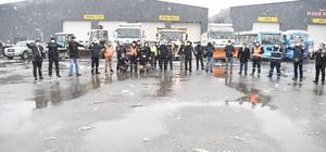 Çayırova'da karla mücadele sürüyor