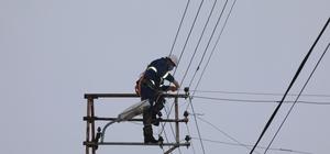 Bin 328 ihbar değerlendirildi, çalışmalarda sona gelindi Sivas Valisi Salih Ayhan, il genelinde yaşanan elektrik arızalarının büyük bölümünün giderildiğini ve bin 328 ihbarın değerlendirilerek çalışmalarda sona gelindiğini söyledi