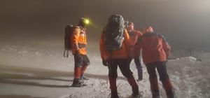 Bursa'da kayıp dağcı alarmı İznik'te karda kamp yapan 8 dağcıdan 5 saattir haber alınamıyor Bölgede alarma geçen jandarma ekipleri kaybolan dağcıları arıyor