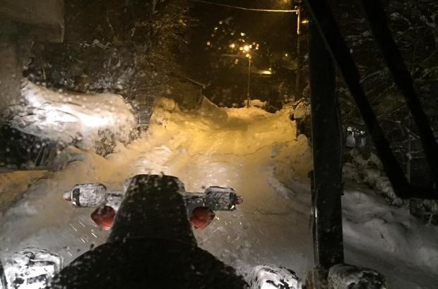 Kar yolları kapattı, kap krizi geçiren hasta 2 saat sonra kurtarıldı Sivas'ın Suşehri ilçesi Şarköy köyünde kalp krizi geçiren bir hasta yaklaşık 2 saat süren çalışmanın ardından kurtarıldı
