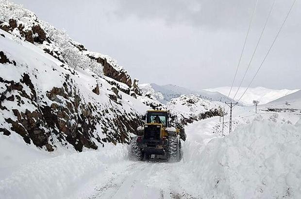 Yoğun kar yağışı hayatı felç etti Düzce'de 232 köy yolu ulaşıma kapandı