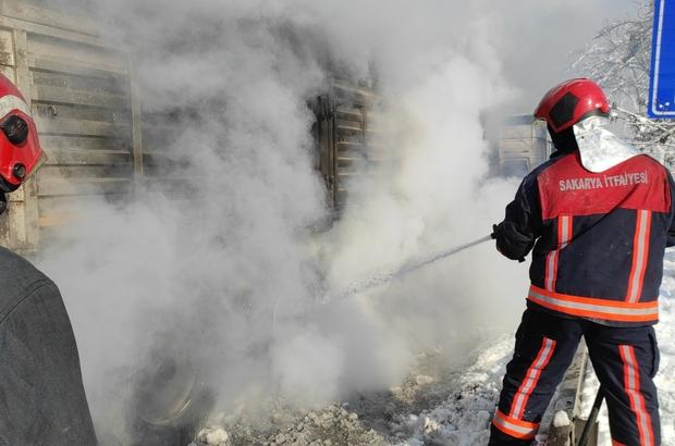 D-650'de patlayarak alev alan tır lastiği trafiği aksattı Patlayarak alev alan lastik yangını, tırın dorsesine sıçramadan söndürüldü