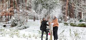 Denizlililer karın keyfini çıkardı Vatandaşlar karın keyfini çıkartırken, Büyükşehir kar mesaisinde Denizli Büyükşehir Belediyesi kar mesainde