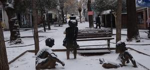 Tunceli'nin merkezi karla tanıştı, yüz yüze eğitim gören kurumlarda 1 gün ara verildi