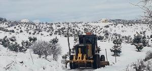 Kar nedeniyle kapanan 12 köy yolu ulaşıma açıldı